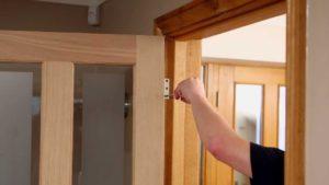 Ремонт деревянных дверей